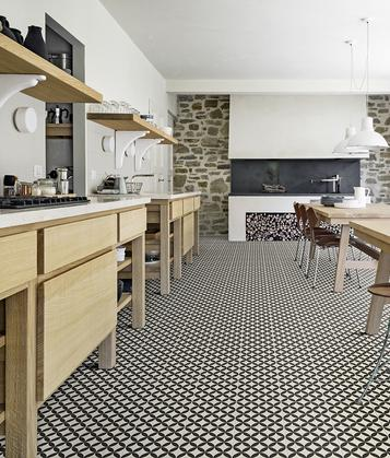 Piastrelle cucina idee in ceramica e gres marazzi - Pavimenti x cucina ...