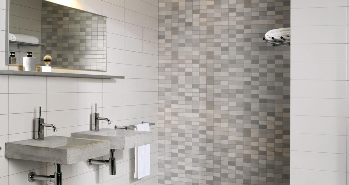 Minimal rivestimento effetto mosaico marazzi - Come rivestire il bagno ...