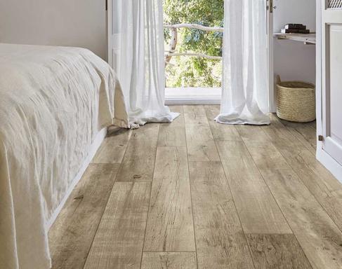 Pavimento rivestimento effetto legno per interni ed esterni unique