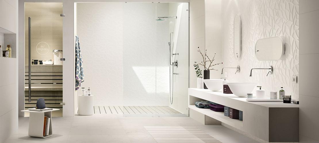 idee bagno piastrelle mosaico  avienix for ., Disegni interni