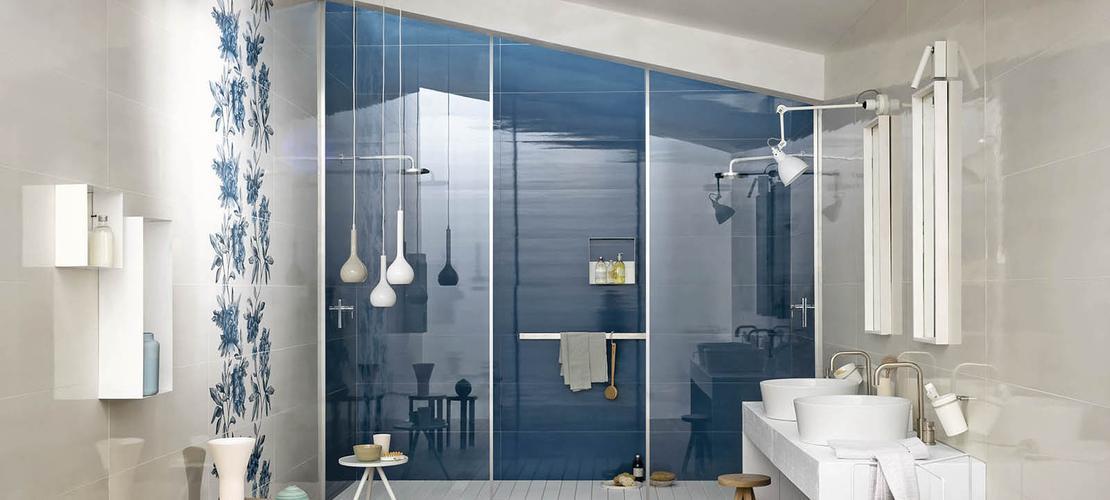 Bagno con mattonelle blu [tibonia.net]