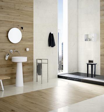 Bagno con piastrelle effetto legno pavimenti effetto for Piastrelle bagno 10x10 colorate