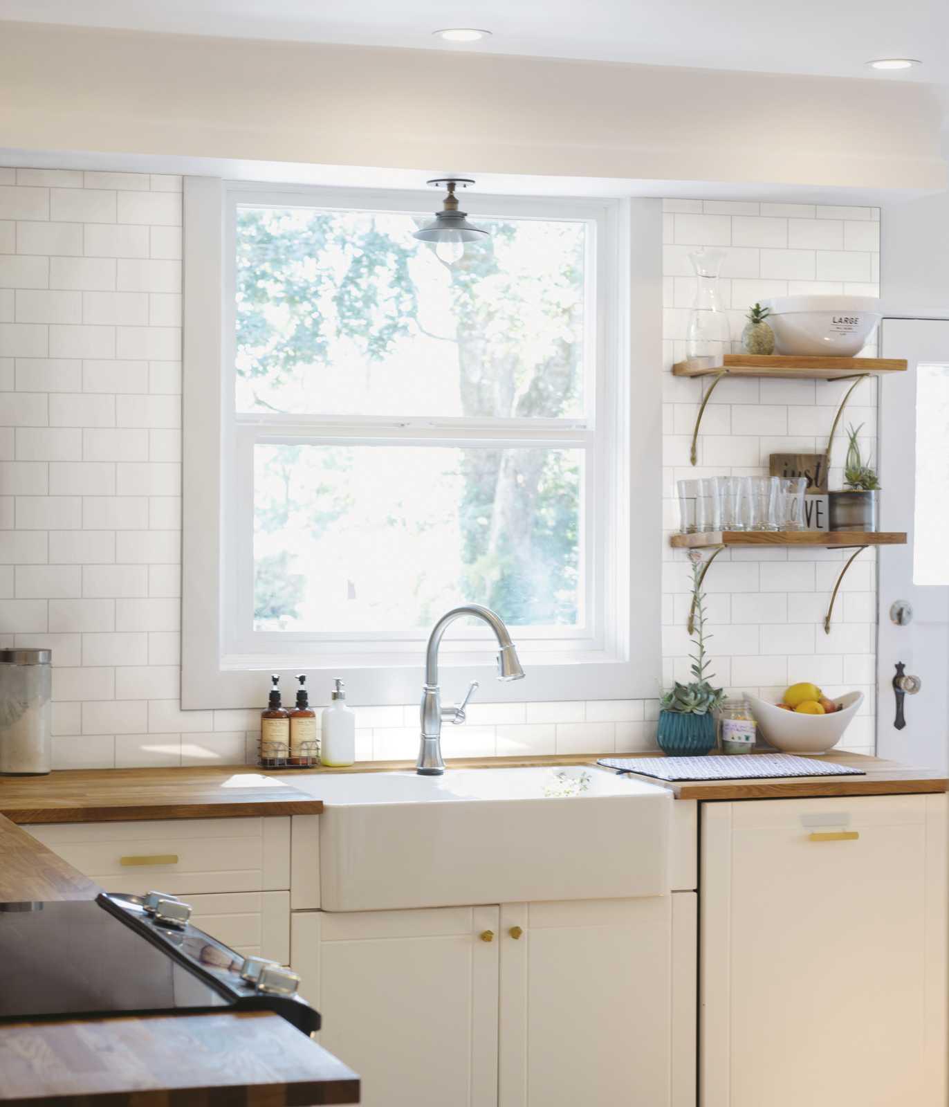 Piastrelle cucina idee in ceramica e gres marazzi - Piastrelle cucina rosse ...