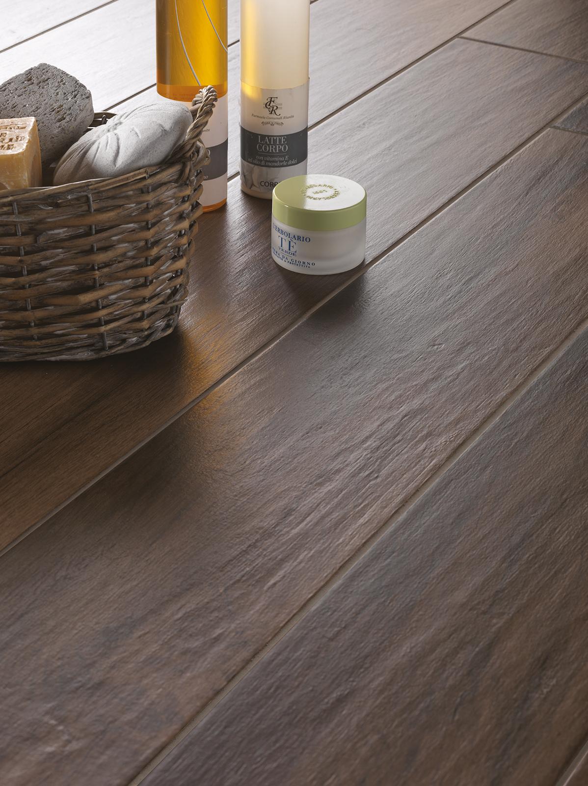 Dipingere Pavimento In Gres rivestimento bagno effetto legno boulevard. rivestimento per